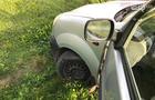 На Закарпатті футбольним суддям на машині порізали шини