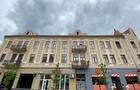 В Ужгороді власники одного з магазинів зіпсували фасад історичного будинку
