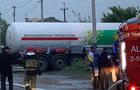 В Ужгороді в аварію потрапила вантажівка з газом. На місці аварії працюють рятувальники (ФОТО)