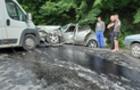 На Виноградівщині зіштовхнулися мікроавтобус та Мерседес (ФОТО)