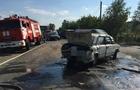 Із одного з автомобіля після потрійної аварії у Виноградові вилився бензин. Викликали рятувальників