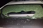 В Ужгороді п'яні молодики кидали пляшки з вікна і розбили скло на поліцейській машині