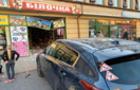 В Ужгороді автівка влетіла в магазин Білочка