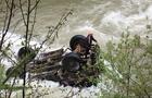 На Закарпатті вантажівка з людьми перекинулася в річку - п'ятеро загиблих