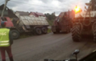 На Рахівщині вантажівка з тирсою завалила електроопору і залишила село без світла