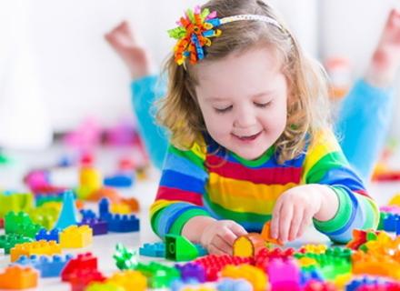 Чи потрібно змушувати дитину ділитися іграшками