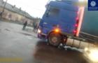 """Патрульна поліція штрафує хитрих водіїв вантажівок, які намагаються без черги влізти до ПП """"Тиса"""""""