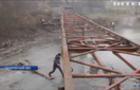 Жителі Лазещини самотужки ремонтують міст зруйнований паводком у 2006 році