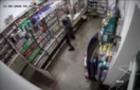 У Велятині камера спостереження зафіксувала, як злочинець краде гроші зі скриньки з пожертвами