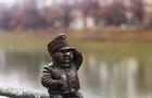 В Ужгороді невідомі викрали міні-скульптурку Швейку