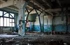 На Мукачівщині підлітка, який втратив свідомість, знайшли вночі на закинутому заводі. Його пограбували