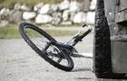 У Берегові поліцейські на автомобілі збили велосипедиста