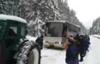 На Торунському перевалі в Закарпатті застряг рейсовий автобус з пасажирами (ВІДЕО)