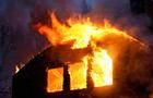 На Закарпатті горять надвірні споруди