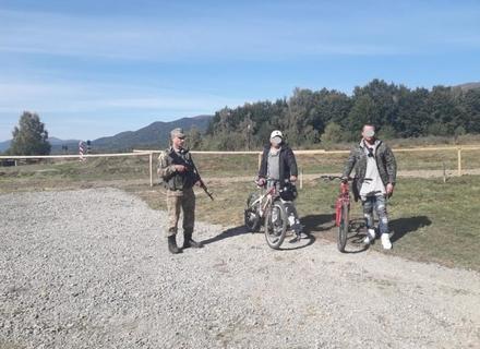 На Закарпатті двоє громадян Іраку намагалися незаконно перетнути кордон з Польщею на... велосипедах