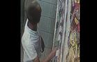 Відео дня: Як в супермаркеті Ужгорода молодик крав продукти та ховав їх в труси (ВІДЕО)