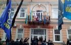 Чи можуть висіти угорські прапори на держбудівлях в Закарпатті