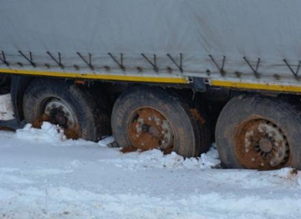 Вантажівки не можуть подолати об'їзну дорогу Мукачева