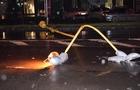 В Ужгороді впав нічний ліхтар і перегородив вулицю (ФОТО)