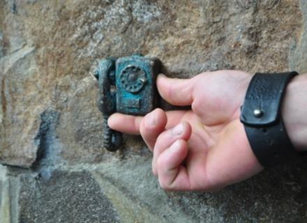 В Ужгороді відкрили найменшу міні-скульптурку.