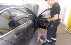 На Закарпатті прикордонний собака знайшов зброю в українця, який їхав в Угорщину