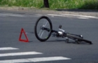 На Березнянщині автомобіль збив велосипедиста. Водій втік