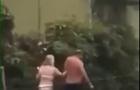 Мукачівські нудисти: напівоголена пара пройшлася містом (ВІДЕО 18+)