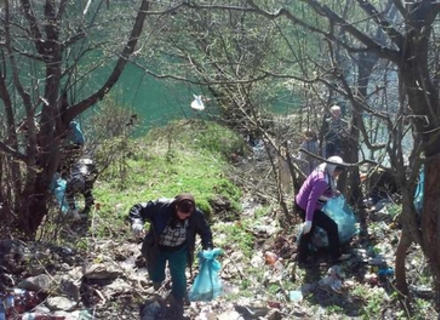Із Вільшанського водосховища витягли півтора тисячі мішків пластикового сміття