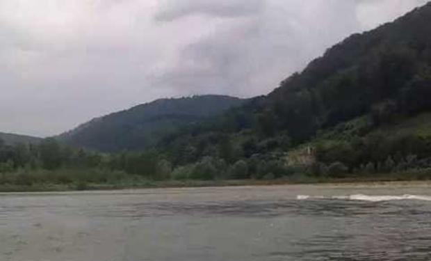 На Хустщині втопився чоловік