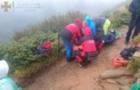 На Говерлі травмувалася туристка, Рятувальники несли її на ношах