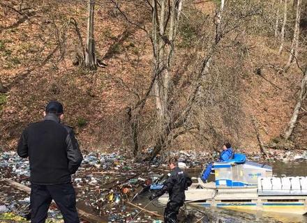 Погрози Москаля подіяли: Вільшанське водосховище вичищають (ФОТО)