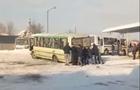Пасажирам автобусу в Іршаві доводиться виштовхувати автобуси з території автостанції (ВІДЕО)