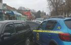 В Ужгороді автомобіль охорони врізався у дві припарковані автівки