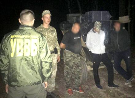 Контрабандисти перевозили сигарети підводою