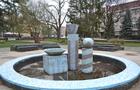 В Ужгороді реконструюють сквер перед СБУ - фонтан Погорєлова демонтують (ВІДЕО)