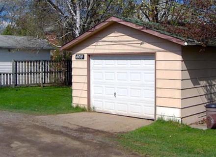 Пара щасливо живе в гаражі 1924-го року будівництва