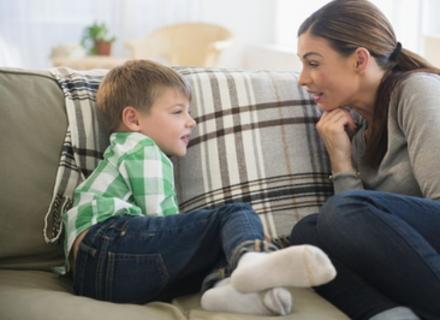 Як відповідати на незручні дитячі запитання, пояснює закарпатський психолог