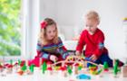 Як у цікавій формі навчити дитину прибирати іграшки, пояснює закарпатський психолог