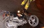 На Мукачівщині пенсіонер на мопеді вдарився в автобусну зупинку і загинув
