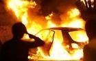 """В Ужгороді вночі згоріла """"Шкода"""". Вогнем пошкоджено і сусідній автомобіль"""