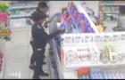 В Ужгороді камери спостереження зафіксували, як цигани-підлітки пограбували магазин (ВІДЕО)
