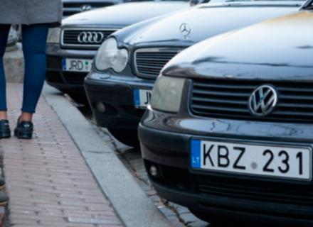 Бунт євробляхерів: Штрафи за нерозмитнені автівки відтермінували