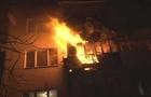 В Ужгороді згоріла квартира в багатоповерховому будинку. Рятувальники евакуйовували людей