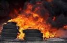 Перед Закарпатською ОДА знову горять шини (ВІДЕО)