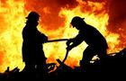 Пожежі на Закарпатті: Горів автомобіль ГАЗ у гаражі та фермерський Міцубісі