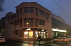 Брутальне рейдерство: в центрі Ужгорода намагаються відібрати чужу будівлю!