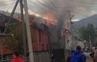 У Рахові горіли два сусідні будинки