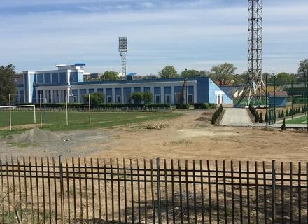 Чому в Ужгороді пафосно відкрили недобудований стадіон (ФОТО)
