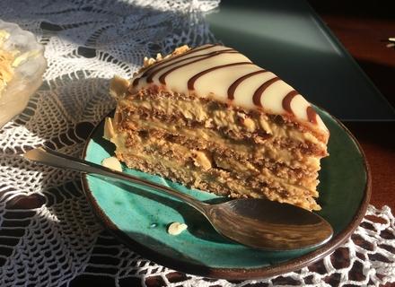Закарпатці відновлюють рецепт випікання колись популярного в Австро-Угорщині торту Естергазі (РЕЦЕПТ)