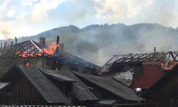Під час подвійної пожежі в Рахові ніхто не постраждав